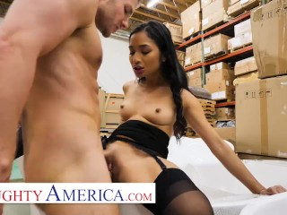 Naughty America - Avery Black seduces a married man