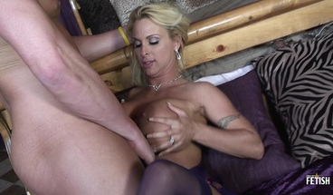 Sexy MILF gets her cunt deep pounded by young muscular guy