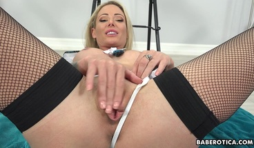 Solo babe with big boobs Isabelle Deltore cums in 4K