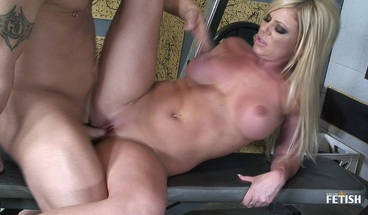 Sexy blonde MILF gets fucked by her gym instructor after workout