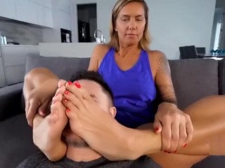 Red toes worship