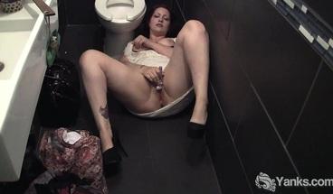 Yanks BBW Hannah Vibrating Her Pussy