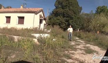 Valéria latina blonde à gros seins défoncée sur un tracteur