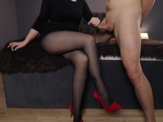 The teacher came home to the student handjob on her pantyhose