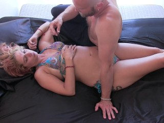 Tantric Massage & Erotic Hypnosis Makes Sexy Woman Cum & Results In Sex!