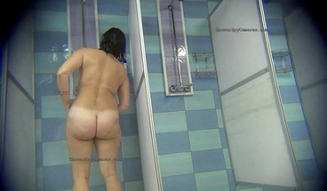 Real voyeur videos with Europeans from public showers