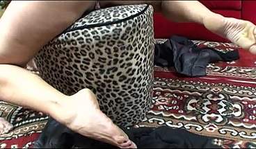Depraved old man cums on blonde MILF's feet
