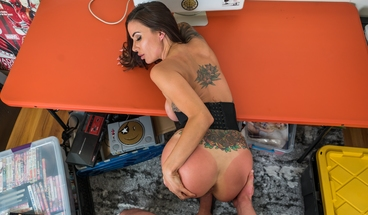 MILF VR - Anything for a Friend - Gia DiMarco