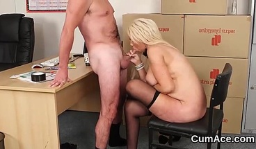 Horny honey gets cumshot on her face swallowing all the charg
