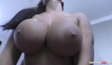 Busty porn slut cum sprayed in live sex show