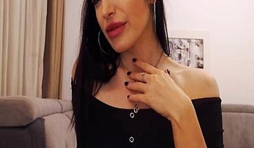 Tempting Matured Brunette Performed Pleasing Show Live