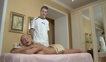 Pretty Blonde Get Happy Ending Massage and Pussy Creampie