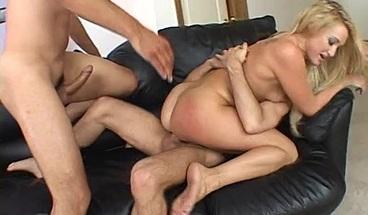 Blonde slut Jordan is facialized after FMM DP