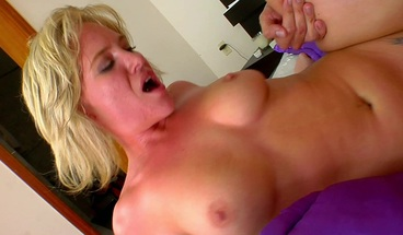 Short Haired Milf Pounded by Huge Cock and Get Mouthful